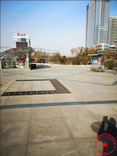 鞍山市火车站广场实拍图