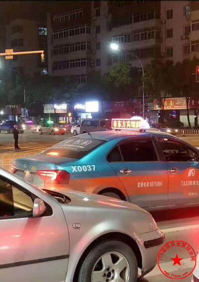 出租车游字广告